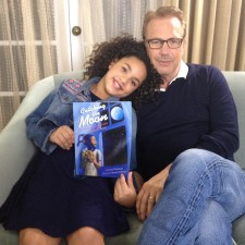 Kevin Costner volunteers for SAG Foundation's children's literacy program